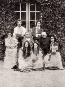 Соломія Крушельницька з родиною