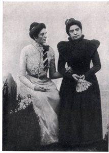 Крушельницька з викладачкою Фаустою Креспі, яка навчала Соломію безкоштовно, коли та не змогла оплачувати навчання
